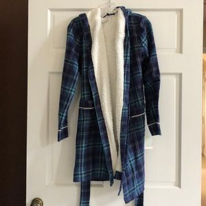 Blue flannel robe with fuzzy inside